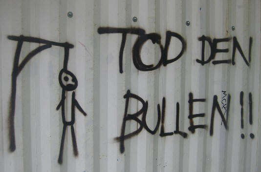 TOD DEN BULLEN. DEATH TO THE COPS. MORT AU FLICS. wandparole in zürich 2010. writing on a wall in zurich switzerland 2010